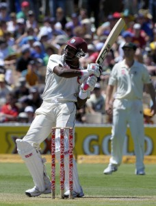 Dwayne Bravo hooks on the way to his third Test ton - Gordon Brooks photo and DigicelCricket.com