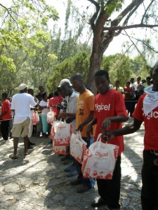 Digicel distributes aid to the camp at the Prime Minister's office