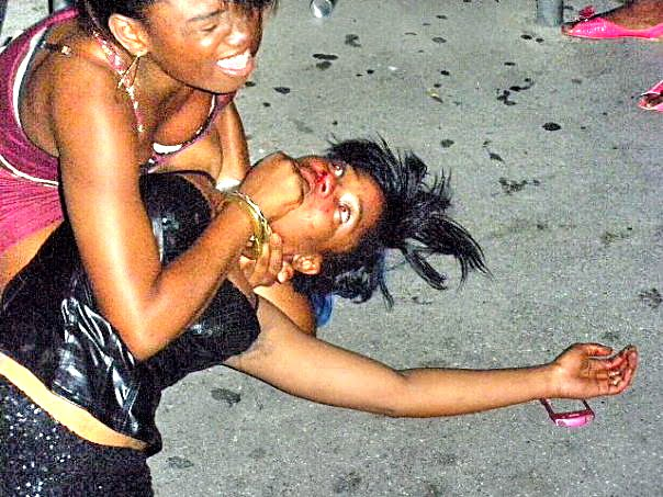 Girls fighting at club 3