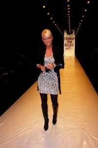 Behind the scenes before the show... Sara has a catwalk test ;)