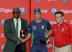 (Note how two WI Officials are too shame to look the Proteas in the eye? See how the ZA is looking gleeful at a free mobile plus a medal - wonder what Digicel's CEO Denis O'Brien is thinking now?) AB de Villiers receives his Man of the Match medal - Randy Brooks photo and DigicelCricket.com
