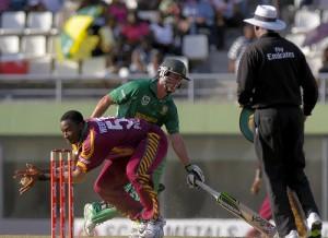 Pollard Tries to Run Out De Villiers
