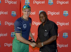 Ryan McLaren receives his Man of the Match medal from former Windies wicketkeeper Ridley Jacobs - Randy Brooks photo & DigicelCricket.com
