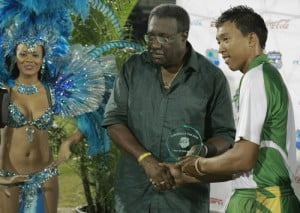 Jonathan Foo accepts the Man-of-the-Match award from Clive Lloyd