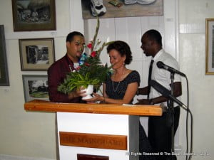 The bouquet's ceremony was aided & abetted by the night's emcee, the redoubtable Kashi Browne