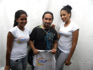 Random sign up winner of chat folks T-shirt at the UWI launch