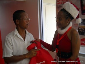 This gent was sure amazed when a sweet helper presented him with a Tote for upgrading his Blackberry!