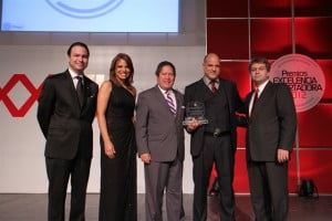 Pictured from left to right:  Mr. Kai Schoenhals, President of ADOEXPO;  Ms Kary Vanderhorst Executive Director of ADOEXPO;  Mr. Fernando González Nicolás, Board Members of ADOEXPO;  Mr. Escipión Oliveira-Gómez (with award) Deputy Executive Director, Caribbean Export; and Mr. Ricardo Koenig, Board Member and immediate past-President of ADOEXPO.