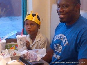 Meals for children are cleverly designed where the top of their box detaches into a crown... Like this Prince here, next to his Dad.