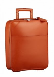 This is a luggage for shorter trips. Matching the range of Epi city bags, it accompanies the silhouette of elegant travelers. Total color means all 18 pieces of the bag (from zips to telescopic handles and wheels) are the same shade.