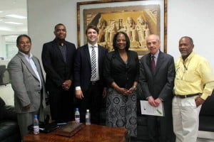 Newly elected IPI Vice-Chair John Yearwood (second from L) during IPI's mission to the Dominican Republic in April 2013. Photo: Genrís García.