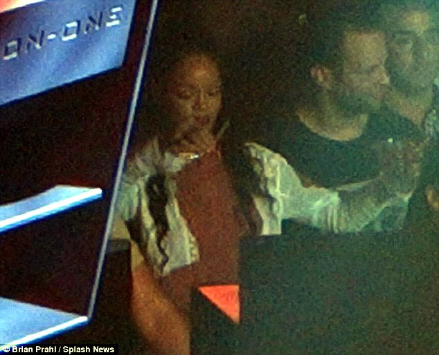 {IMAGE VIA - dailymail.co.uk} If true, is it an incredible surprise Apart from the bureaucratic buffoonery of many Customs officials here, RiRi is also known for her adoration of Ganja, and maybe the gear smelled like it was marinated in a Patchouli-like substance? Maybe the sniffer dogs got the Munchies? Look at this other photo from the Daily Mail, what is that in her hand? This is the same Snoop concert, and we know Cletus, whether as Snoop Lion or Dogg, burns the chalice nonstop!