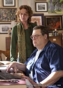 Creighton (John Goodman) introduces Toni to Youtube