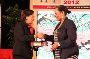 IPI Executive Director Alison Bethel McKenzie (R) greets Trinidad and Tobago Prime Minister Kamla Persad-Bissessar during IPI's World Congress in Port of Spain in June 2012. Photo: IPI.