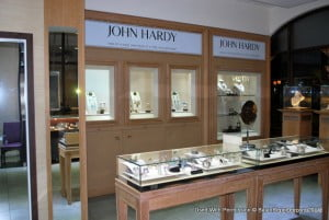 The Creative Director and Head Designer of John Hardy made a special visit to Barbados for a very exclusive personal appearance and showing of his limited edition collections at Diamonds International, Limegrove Lifestyle Centre (All photos via: Caroline Reid)