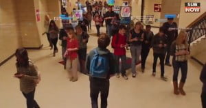 A group of high school teenagers and their parents as they attempt to navigate the many ways the internet has changed their relationships, their communication, their self-image, and their love lives. The film attempts to stare down social issues such as video game culture, anorexia, infidelity, fame hunting, and the proliferation of illicit material on the internet. As each character and each relationship is tested, we are shown the variety of roads people choose - some tragic, some hopeful - as it becomes clear that no one is immune to this enormous social change that has come through our phones, our tablets, and our computers.