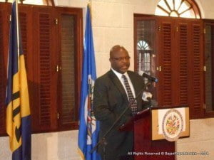 """Adriel Brathwaite, Attorney General and Minister of Home Affairs of Barbados, opened the workshop highlighting his country's investment in the drug treatment court programme, """"to save our young people"""".  He was grateful for the support from the Government of Canada and the United States for the Drug Treatment Court project of the OAS. However, he expressed the view that the countries including Barbados should take responsibility for the initiative within their countries."""