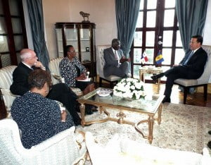 The meeting, which was held at the President's official residence, Palacio de las Garzas, in Panama City, was one of the highlights of Mr. Stuart's working visit to that Central American nation.