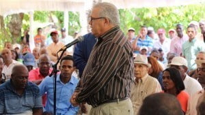 The Administrative Minister of the Presidency Jose Ramon Peralta said that 16,000 tareas of sugarcane would benefit more than 340 small-scale farmers who stopped growing sugar several years ago.