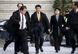 Former Seoul bureau chief of Japan's Sankei Shimbun newspaper, Tatsuya Kato (centre), arrives at the Seoul Central District Court in Seoul, South Korea, Dec. 17, 2015. REUTERS/Kim Hong-Ji