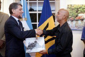 Photographer Rasheed Boodhoo presenting Gift to Ambassador Pandiani